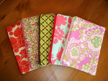 Small ZIpper Cosmetic Bag $8.00