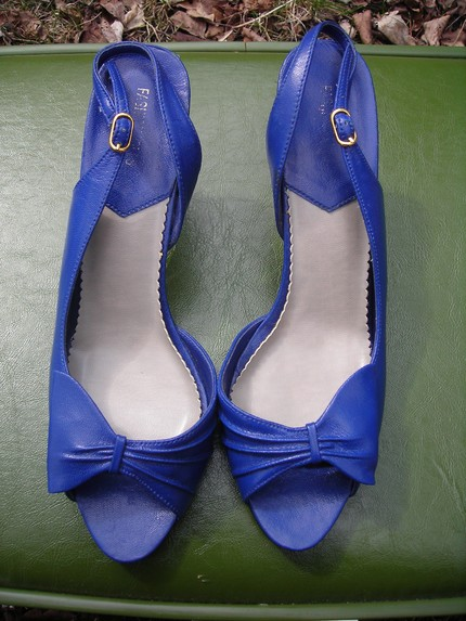 Vintage Half Bow Slingbacks (8.5) from Esea (Etsy) $14