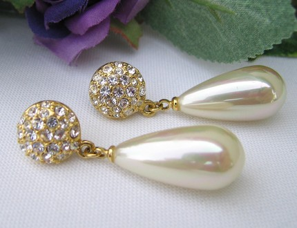 VIntage earrings from Country at Heart- Etsy
